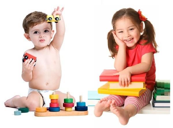 мальчик и девочка играют