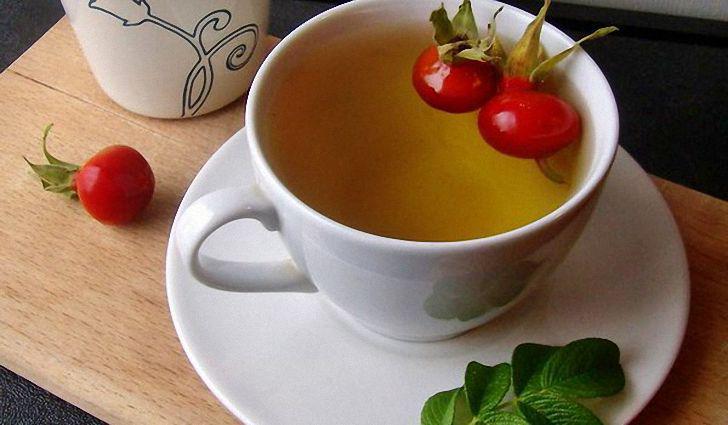 чашка чая с шиповником