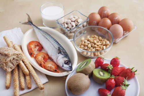 Набор различных продуктов на столе