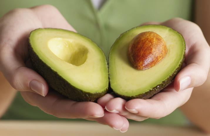 Разрезанный авокадо