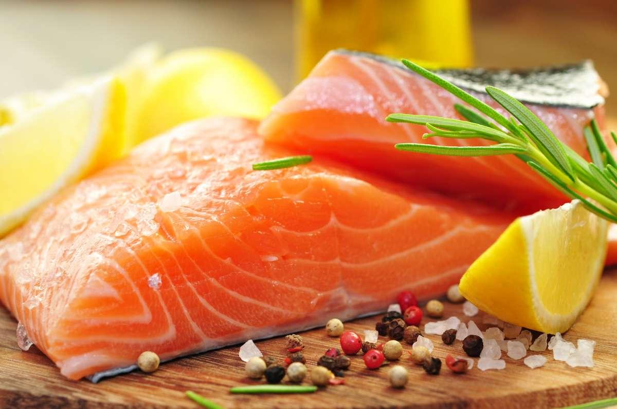 Мясо красной рыбы со специями