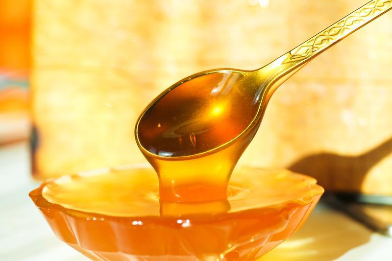 Мёд в ложке