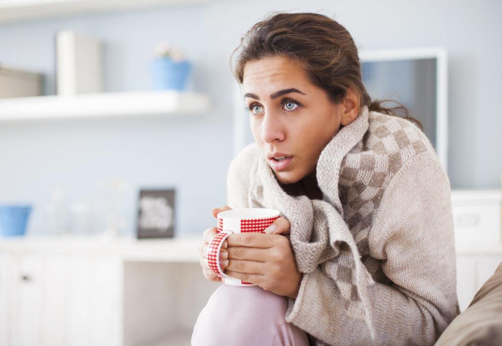 Озноб у женщины во время аллергии на мед