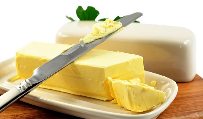 Сливочное масло на ноже
