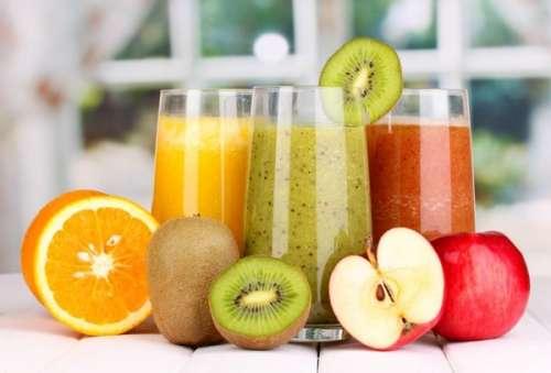 Сок из апельсина, киви и яблока
