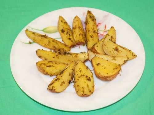 Картофель в тарелке